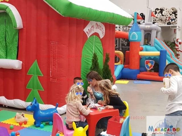 Casa Babbo Natale affitto casetta noleggio Maracaibo animazione feste eventi festività natalizia struttura gazebo Marche Umbria Romagna