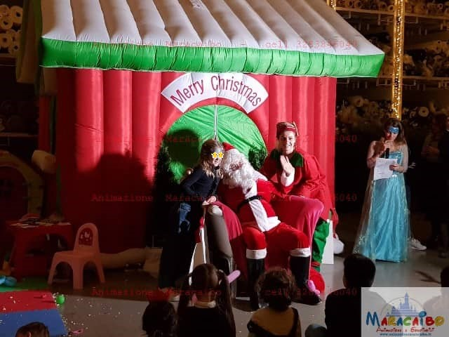 Casa Babbo Natale affitto casetta noleggio Maracaibo animazione natalizia gonfiabili tema Ancona Macerata Ascoli Fermo Pesaro