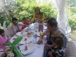 Assistenza al tavolo per bambini durante matrimoni Civitanova Senigallia Conero Assisi Macerata